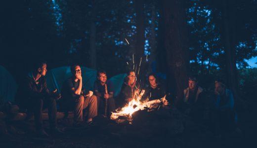 焚き火を見てると癒やされる。疲れたときには焚き火を見てください。